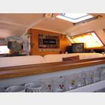 07041892-Veligandu Blick aus der offenen Küche in den Salon und auf TV und Radar