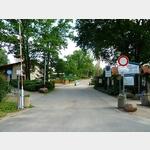 5 - Einfahrt zum Campingpark -Am großen Lausinger Teich-
