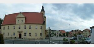 16 - Coswig, Rathaus mit Vorplatz
