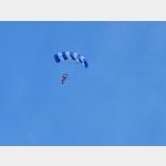12 - Fallschirmspringer am Flugplatz Dessau