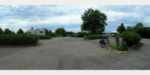 18 - Park- und Übernachtungsplatz am Rande eines Großparkplatzes am Ortsrand von Dessau